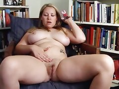 Chubby blonde danielle k play with her..
