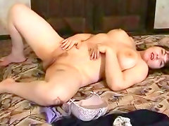 Chubby babe julya is poking her pussy..