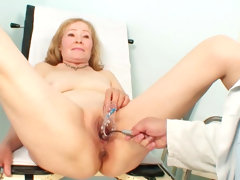 Mature sees her gynecologist for exam