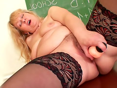 Mature cunt banged by thick dildo