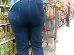Big booty blonde milf tight jeans candid
